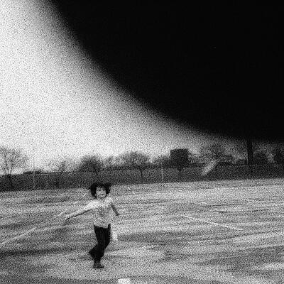 Efrim Manuel Menuk - Pissing Stars